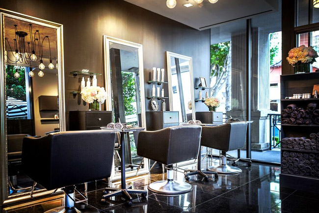 Le Salon at Sofitel is an upscale salon with experienced stylists you can trust for a personal hairstyling experience. See how they styled my thick hair into a chic short haircut.