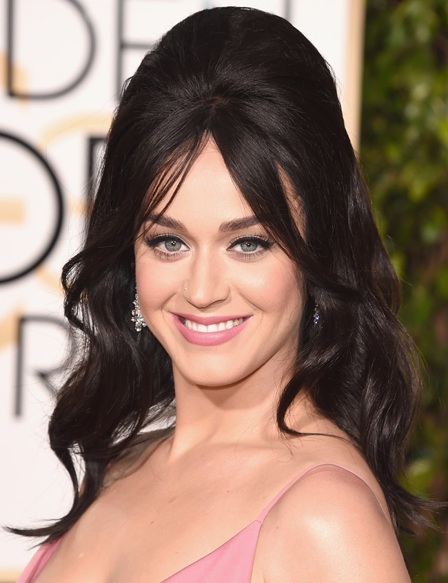 Katy Perry wore this gorgeous rosy neutral makeup look to the 2016 Golden Globes. Click through to find out how to recreate it at home with the exact same products!
