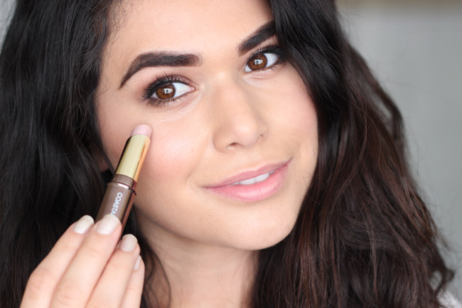 What do you think about the new CHROMING makeup trend? Learn how to do it and the best products to use in this post. | Slashed Beauty