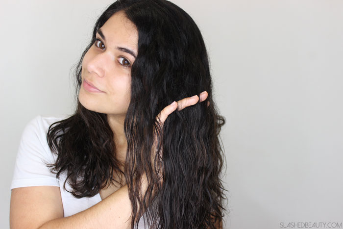 If you have dry hair, try this easy trick to get beachy waves without sea salt! | Slashed Beauty