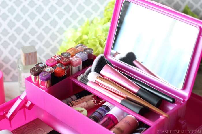 Dorm beauty storage can be easy with these three solutions to keep all of your beauty must-haves organized! | Slashed Beauty