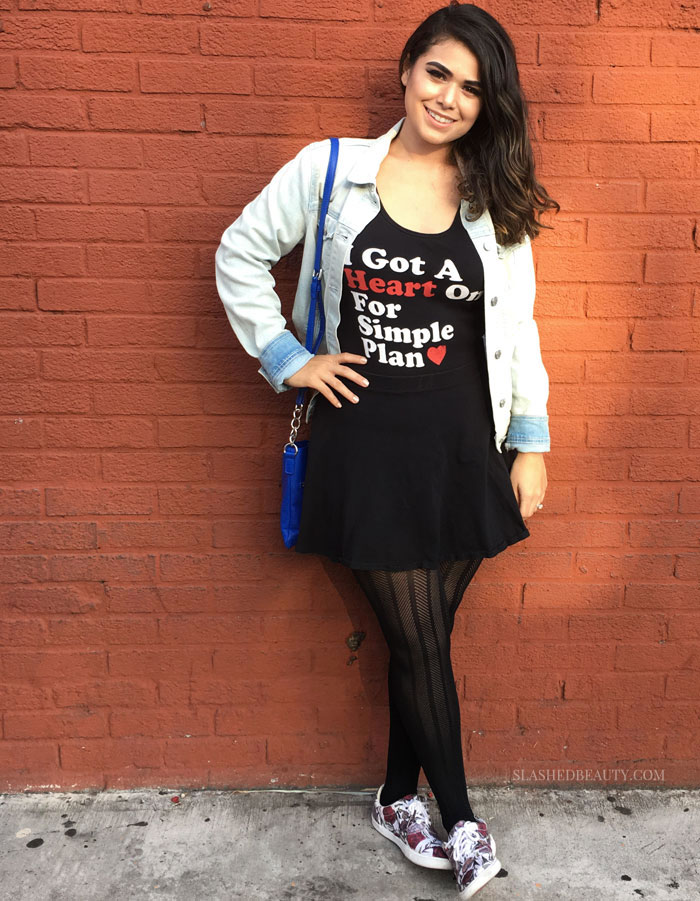 Your favorite band t-shirt doesn't only have to be a laundry day go-to. Learn how to dress up a band t-shirt for your next night out with this concert OOTD outfit inspiration! | Slashed Beauty