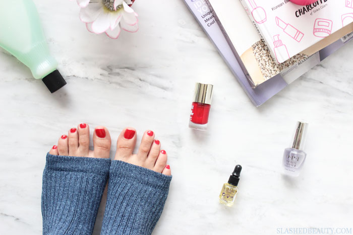 These beauty hacks are the best tips to get a perfect winter pedicure! Which ones haven't you been doing? | Slashed Beauty