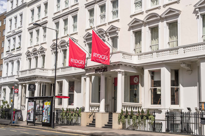 RYDGES KENSINGTON HOTEL | Visiting London doesn't have to cost an arm and a leg. Learn how to Vacation to London on a budget while seeing all the famous sights with these tips from experience! | Slashed Beauty