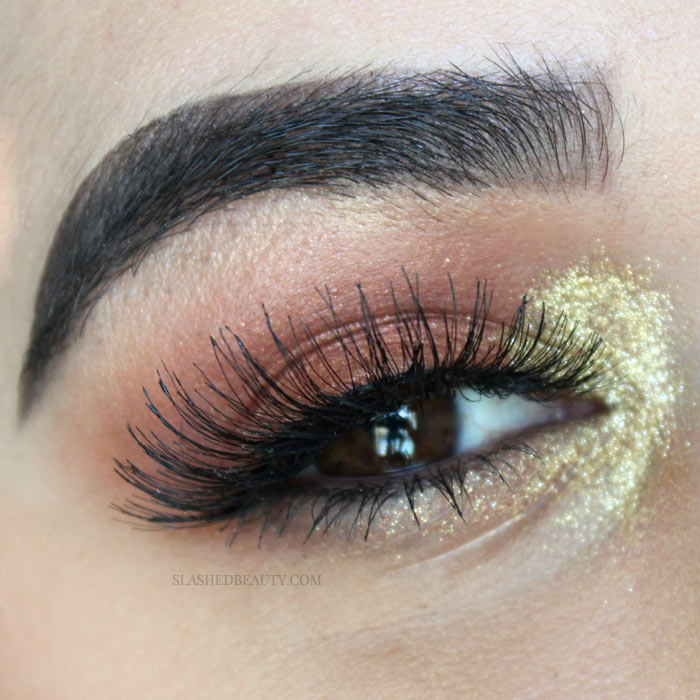 Peep this fall eyeshadow inspiration, using warm shades and gold glitter perfect for a concert festival! Watch the full fall eyeshadow tutorial. | Slashed Beauty