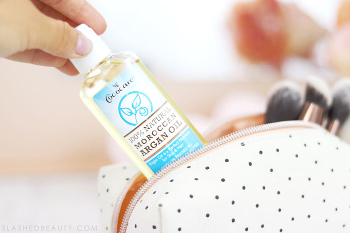 If you're trying to pack light for your next vacation, you need to pack a bottle of 100% Argan Oil. Find out how many ways you can use Argan Oil while traveling. | Slashed Beauty